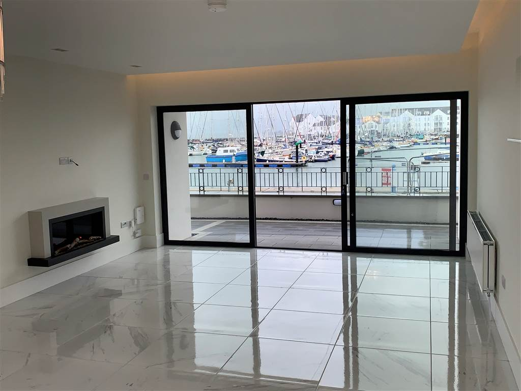 Apt 1 Royal Quays